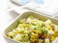 Bunter Hähnchensalat mit Mais, Ananas und Sellerie Rezept