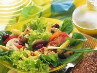 Bunter Salat mit Hähnchenbrust Rezept