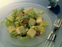 Bunter Salat mit Käse Rezept