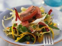 Bunter Salat mit Straußensteak und Orangendressing Rezept