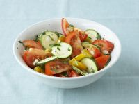 Bunter Zucchinisalat Rezept