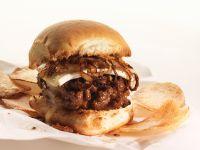 Burger mit Käse und Zwiebeln Rezept