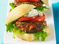 Burger mit Lachs-Mais-Frikadelle und Remoulade Rezept