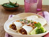 Burritos mit Fleisch-Bohnenfüllung