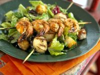 Cäsar-Salat mit Scampi-Jakobsmuschel-Spieß Rezept