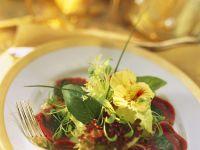 Carpaccio-Röllchen mit Spinat und Salat Rezept