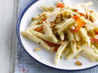 Cavatellucci mit Pinienkernen und Tomaten