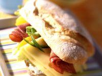 Cervelatwurst-Käse-Baguette Rezept