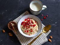 Chai-Porridge mit Granatapfelkernen Rezept