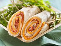 Cheddar-Wraps mit Tomatenaufstrich Rezept