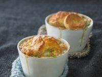 Chicken Pot Pies mit Gemüse und Hühnchen Rezept
