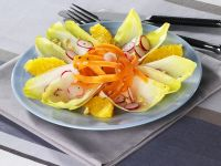 Chicoree-Gemüsesalat mit Orangen Rezept