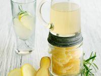 Cocktail mit Zitronen-Ingwer-Saft