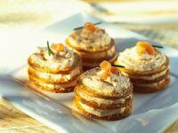 Cracker-Lachscreme-Türmchen Rezept