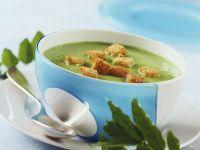 Cremige Erbsensuppe dazu Croutons mit Knoblauch Rezept