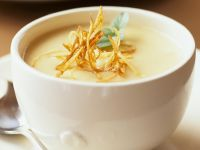 Cremige Gemüsesuppe mit knusprigen Julienne Rezept