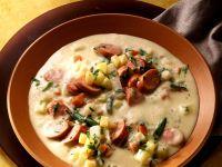 Cremige Kartoffelsuppe mit Wurst und Gemüse Rezept