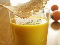 Cremige Kürbissuppe mit Hippen Rezept