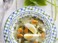 Cremige Sauerampfersuppe mit Ei