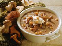 Cremige Suppe mit Hirschfleisch und Pilzen Rezept