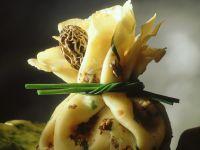 Crepe-Säckchen mit Morchelfüllung Rezept