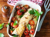 Crespelle mit Spinat, Tomaten und Pinienkernen