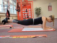 Bauchworkout: Crunches am Sling-Trainer