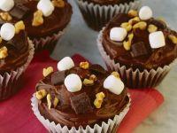 Cupcakes mit Schokolade, Nuss und Marshmallows Rezept
