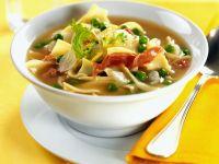 Deftige Gemüsesuppe mit italienischem Schinken und Nudeln Rezept