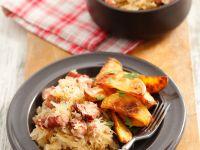Deftiges Sauerkraut mit Ofenkartoffeln Rezept