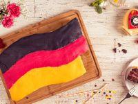 Deutschlandtorte ''Schwarz Rot Gold'' Rezept