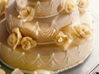 Dreistöckige Marzipan-Torte