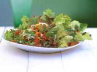 Eichblattsalat mit Paprika und Mais Rezept