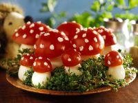 Eier-Tomaten-`Fliegenpilze´ Rezept