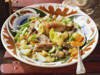 Eintopf mit Gemüse, Schweinefleisch und Hähnchenschlegeln Rezept
