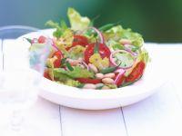 Eisbergsalat mit grünen und weißen Bohnen Rezept