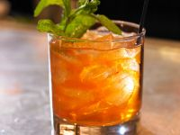 Eisgekühlter Wodka-Minz-Tee Rezept