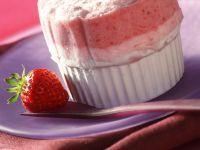 Eissoufflé mit Erdbeeren und Rhabarber Rezept