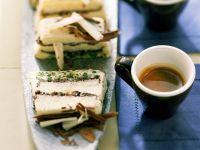 Eistorte mit Kaffee, Schokolade und Pistazien Rezept