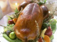 Entenbraten mit Kräutern und Obst Rezept