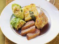 Entenbraten mit Wirsingrouladen und Kartoffelgratin Rezept