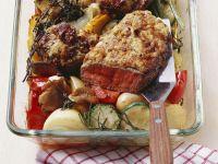 Entrecote mit Zwiebelhaube und gebackenem Gemüse