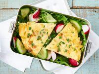 Erbsen-Omelett auf Salat Rezept