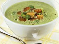 Erbsen-Porree-Suppe mit Croutons