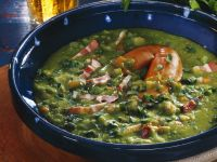 Erbsen-Speck-Suppe mit Würstchen