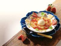 Erdbeer-Kaltschale mit Pfannkuchenstreifen Rezept