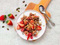 Erdbeer-Kürbiskern-Crumble