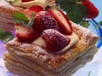Erdbeer-Plunderschnitten Rezept