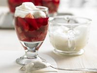 Erdbeer-Rhabarber-Geleespeise Rezept