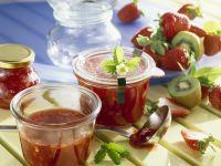 Erdbeer-Rhabarber-Marmelade mit Kiwi